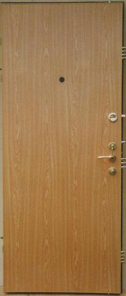 Чем обшить металлическую дверь снаружи на улице своими руками
