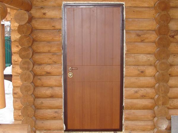 железную дверь в бревенчатый дом