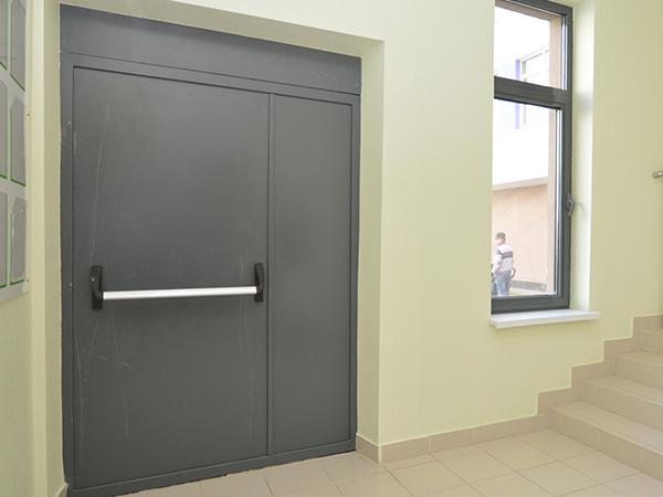 Противопожарные однопольные двери: глухие и с остеклением от.
